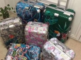 凯撒联合日本密扇高端定制的一款旅行箱