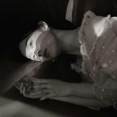 非主流伤感黑白女生头像 面对感情我却感到害怕了